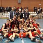 El equipo cadete con su copa de Campeones de Castilla - La Mancha