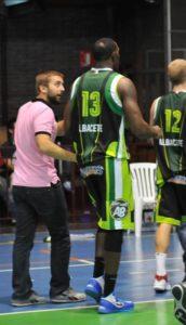 Dani Gálvez charla con G. Elías durante un partido de Ab Basket (Foto de Archico)