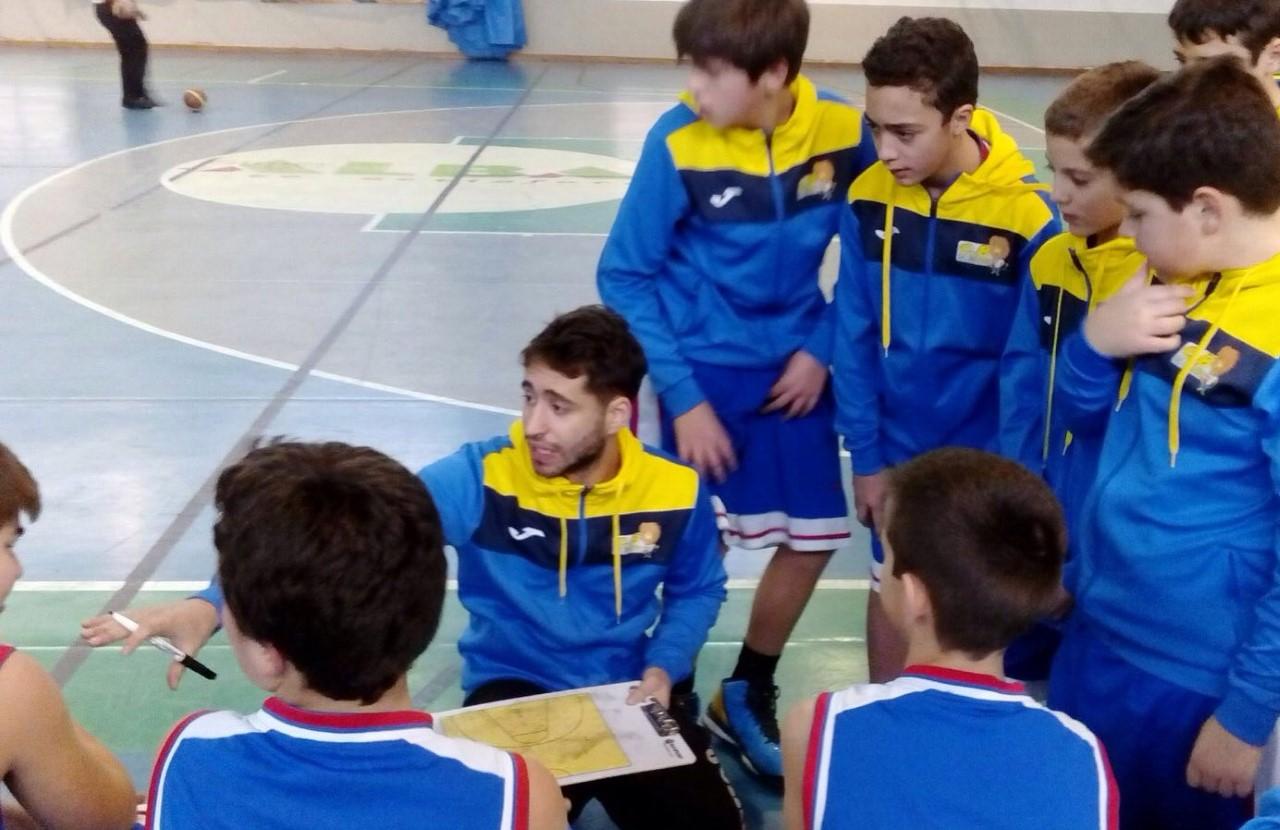 Micael con su equipo Infantil Regional
