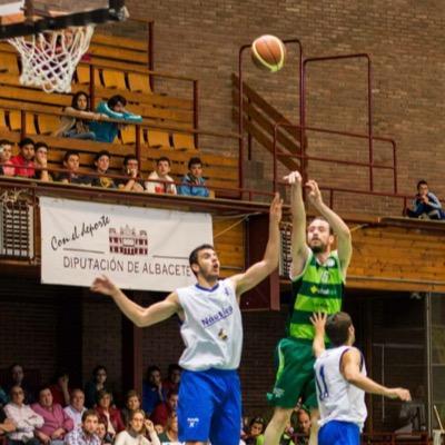 Uge lanza a canasta durante un partido con Albacete Basket